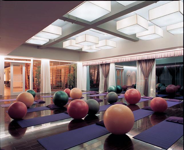 现代都市精致装修瑜伽馆吊顶效果图实例图片