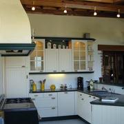厨房白色实木橱柜