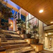 别墅楼梯盆景装饰