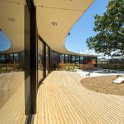 幼儿园浅色调实木地板