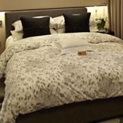 现代小公寓温馨卧室装修设计图