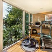 别墅阳台健身房图片