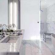 小户型卫生间白色装饰