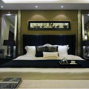 暖色调床铺设计