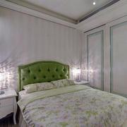 卧室床头灯装饰