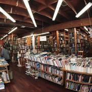 精致现代化的书店