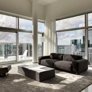 两室一厅客厅玻璃幕墙欣赏