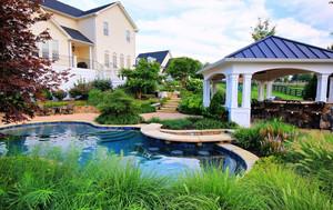 春色满园的独栋别墅庭院设计效果图