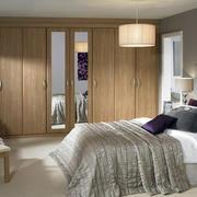 单身公寓朴素卧室实木壁柜装修效果图