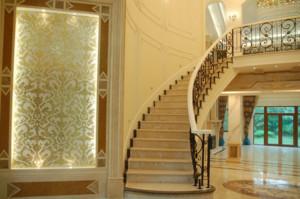 轻快自然的单身公寓楼梯装修效果图实例