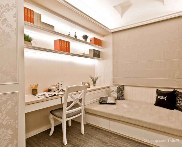 浅色调温和小书房设计装修效果图