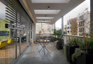 清新简约的三居室阳台装修实景效果图