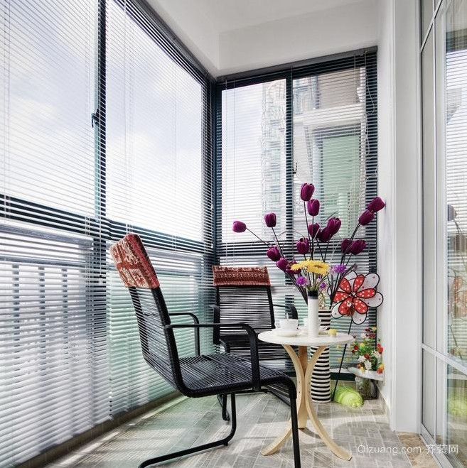 北欧风单身公寓阳台百叶窗装修效果图片