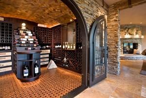 复古雅致的大户型家居酒柜效果图片
