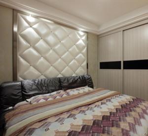 精美的欧式小户型卧室软包背景墙装修效果图
