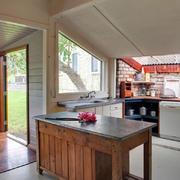 乡村风格阁楼小厨房装修设计效果图