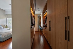 宜家30平米卧室开放式衣帽间设计图