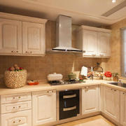 暖色调韩式封闭式厨房装修设计效果图