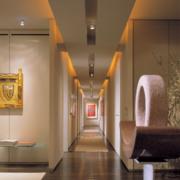 大户型现代室内精致的走廊吊顶装修效果图