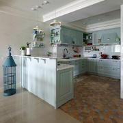 复式楼大厨房绿色橱柜欣赏