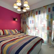彩色靓丽的小户型卧室窗帘效果图