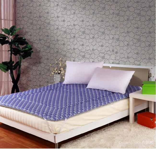 轻快传统日式小户型装修榻榻米床效果图