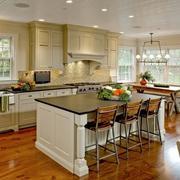 2016欧式别墅型精美的厨房装修效果图