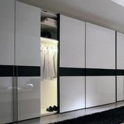 现代室内衣柜装修图