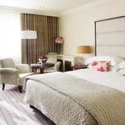 现代都市风格卧室装修效果图