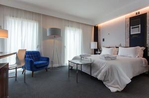 200平米三居室现代风格卧室装修效果图