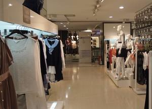 小户型朴素风格经典的都市服装店装修效果图欣赏