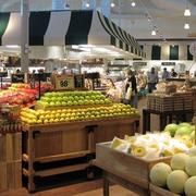 精致的大户型水果店室内吊顶设计装修效果图