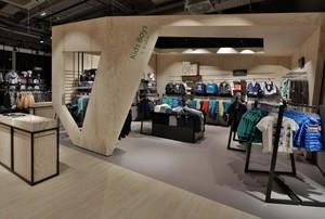 30平米简约服装店室内背景墙装修效果图