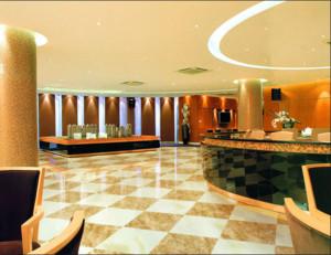 67平米自然酒店室内大厅装修设计效果图