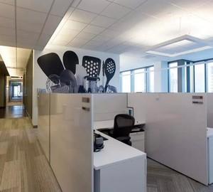 115平米轻快办公室吊顶设计装修效果图