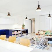 客厅带灯设计