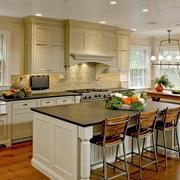精美的别墅型欧式厨房吊顶装修效果图