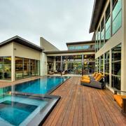 现代风格豪华别墅时尚大游泳池装修效果图