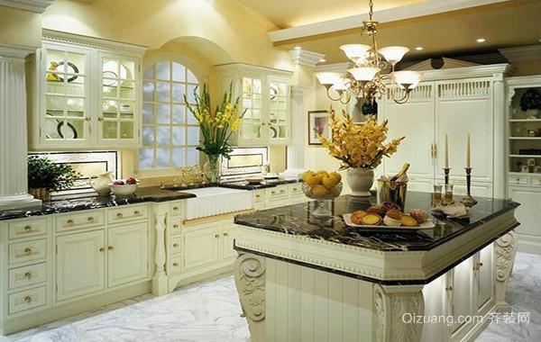 经典的别墅欧式厨房橱柜装修效果图欣赏