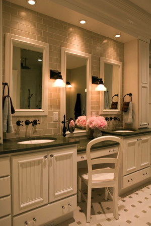 现代美式风格别墅型卫生间装修效果图赏析