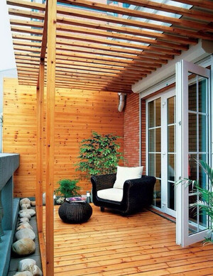别墅型自然风格实木阳台装修效果图