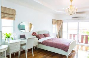 小户型秋季纯色调美式风格卧室装修效果图