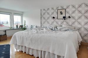 复式楼现代简约风格纯白家居公寓装修效果图