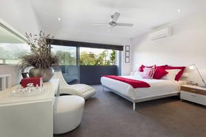 现代风格宜家时尚创意大户型卧室装修实景图
