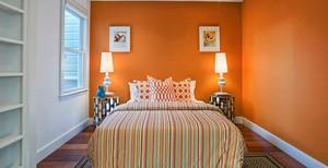 都市简约风格三居室卧室装修效果图