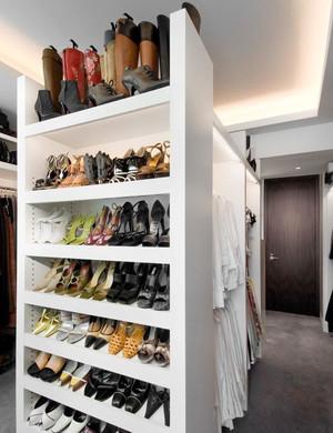 20平米现代简约风格衣帽间鞋柜设计效果图鉴赏
