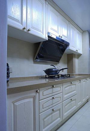 简欧风格厨房白色实木橱柜装修实景图