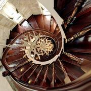 欧式风格精致典雅别墅实木楼梯装修效果图