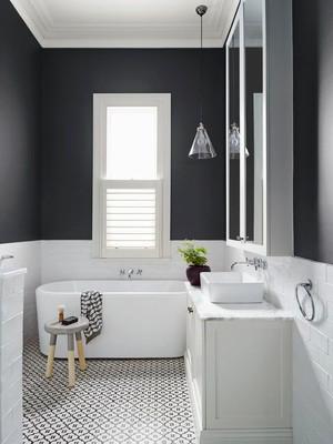 后现代风格大户型黑白卫生间装修效果图