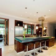 美式风格别墅厨房吧台设计效果图赏析
